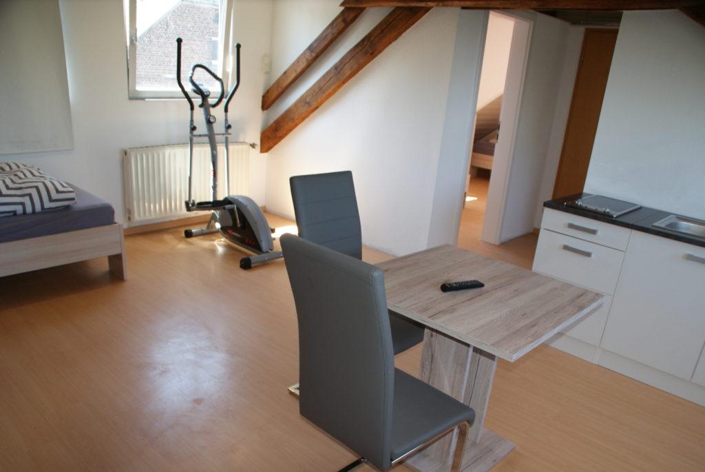 Wohnzimmer mit Kochnische
